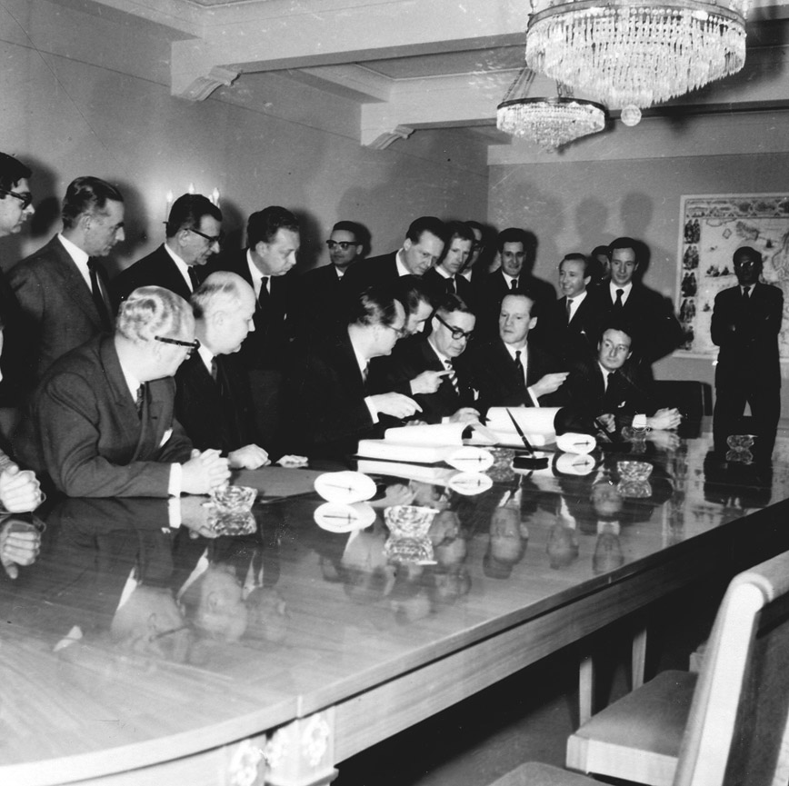 Signing of the memorandum of understanding on the association treaty between the Commission of the EEC and a Greek delegation