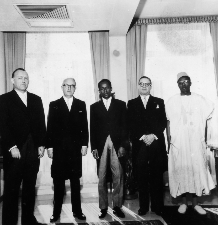 Presentation of the credentals of the Head of the Mission of Niger to Walter Hallstein, President of the Commission of the EEC
