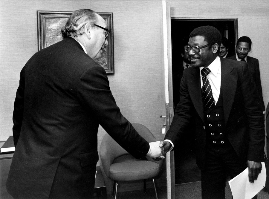 Presentation of the credentials of the Head of the Mission of Botswana to Roy Jenkins, President of the CEC