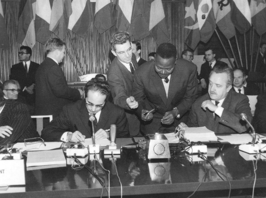 Signing of the association conventions between the EEC and the AASM