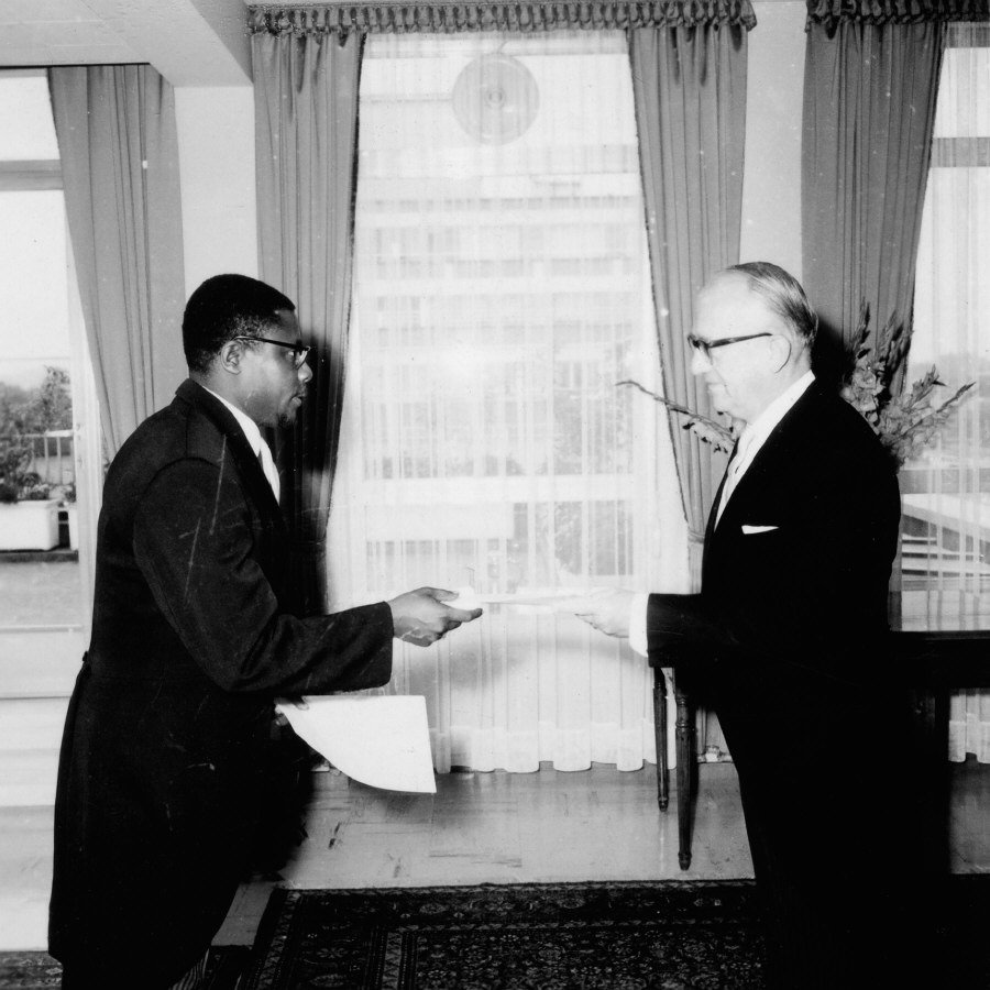 Presentation of the credentials of the Head of the Mission of Gabon to Walter Hallstein, President of the Commission of the EEC