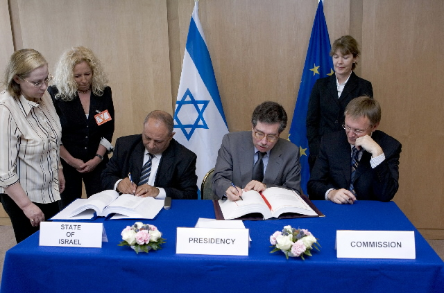 Signature of the agreement on the cooperation with Israel in the 7th Research Framework Programme on Research