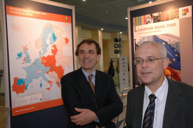 Vernissage d'une exposition sur le Fonds social européen