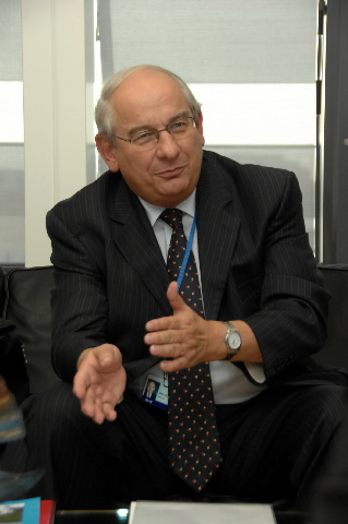 Visit by Michel Delebarre, President of the Committee of the Regions, to the EC