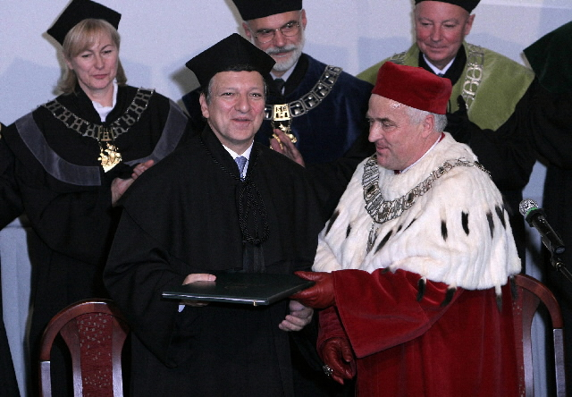 Awarding of Honoris Causa Doctorate Degree to José Manuel Barroso, President of the EC, at the Warsaw School of Economics