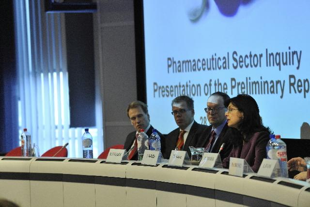 Conférence de presse de Meglena Kuneva, membre de la CE, sur l'enquête sur le secteur pharmaceutique