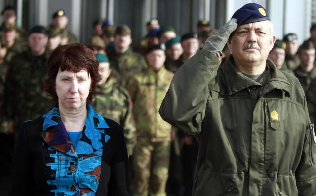 Bernhard Bair, EUFOR Commander for the military operation Althea in Bosnia and Herzegovina, on the right, and Catherine Ashton
