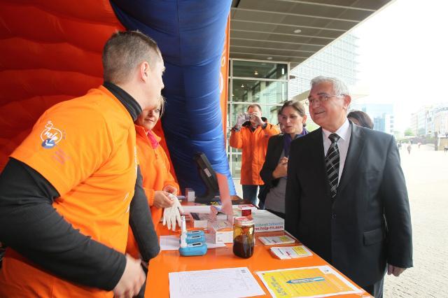 Conférence de presse de John Dalli, membre de la CE, à l'occasion de la Journée mondiale sans tabac 2010