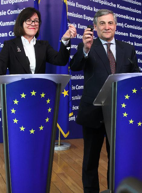 Joint press conference by Antonio Tajani, Vice-President of the EC, and Bridget Cosgrave, Director-General of DigitalEurope, on the cellphone charger harmonization