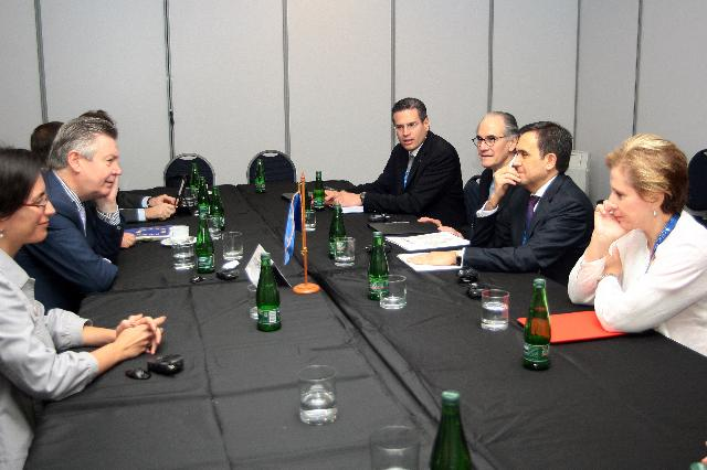 Visite de Karel De Gucht, membre de la CE, au Chili