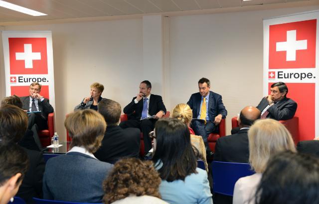 Participation de Kristalina Georgieva, membre de la CE, à la table ronde pour les 150 ans du CICR et de l'action humanitaire