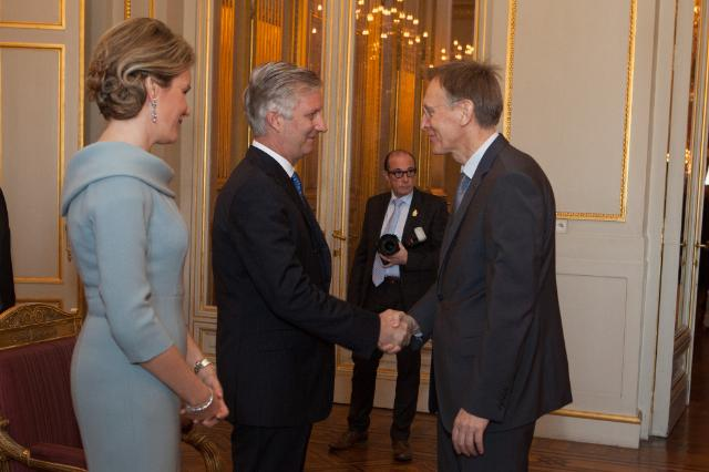 Handshake between Philippe, King of the Belgians, 2nd from the left, and Janez Potočnik, Member of the EC in charge of Environment, on the right, in the presence of Mathilde, Queen of the Belgians