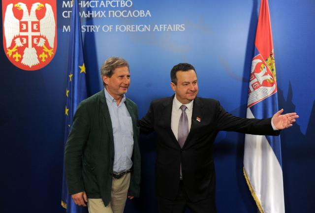 Visit of Johannes Hahn, Member of the CEC, to flooded areas of Serbia
