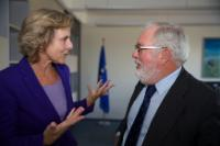 Discussion between Connie Hedegaard, on the left, and Miguel Arias Cañete