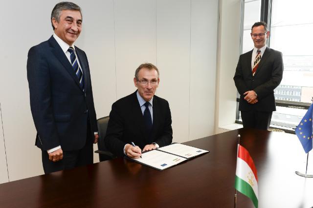 Cérémonie de signature du programme indicatif pluriannuel en faveur du Tadjikistan pour la période 2014-2020