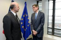 Discussion between Jack Lew, on the right, and Pierre Moscovici