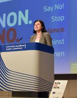 Conférence de presse de Vĕra Jourová, membre de la CE, à la veille de la Journée internationale pour l'élimination de la violence à l'égard des femmes