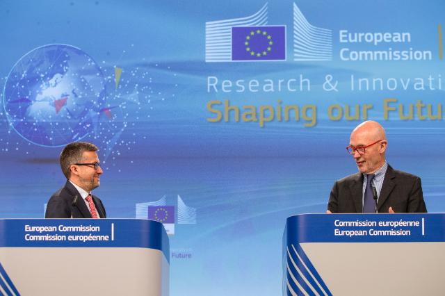 Press conference by Carlos Moedas, Member of the EC and Pascal Lamy, Chair of the High Level Expert Group on maximising impact of EU Research and Innovation Programmes, on the report of the role of Research and Innovation for the future of Europe