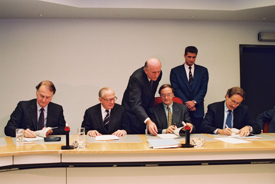 Signing of a loan agreement between the ECSC and Eurotunnel