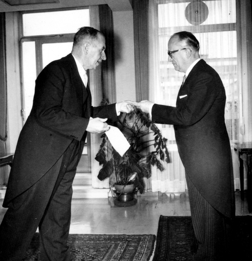 Presentation of the credential of the Head of the Mission of New Zealand to Walter Hallstein, President of the Commission of the EEC