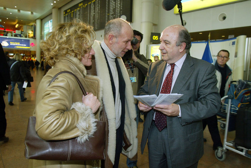 Information action by Margot Wallström, Vice-President of the EC, and Joaquín Almunia, Member of the EC, at Zaventem Airport