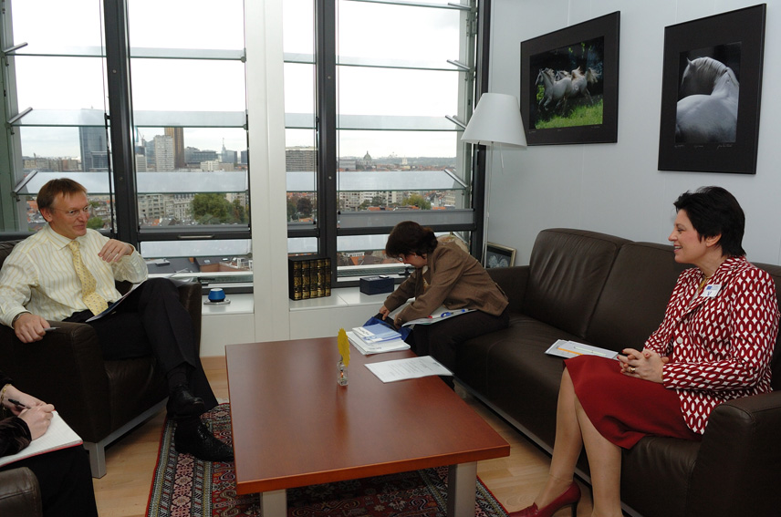 Visit by Françoise Meunier, Director-General of the European Organisation for Research and Treatment of Cancer, to the EC