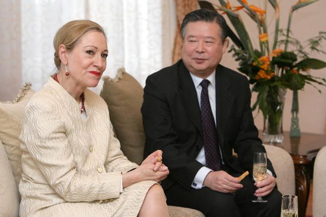 Meeting between Benita Ferrero-Waldner, member of the EC and H.E. Guan Chengyuan, Chinese Ambassador to the EC