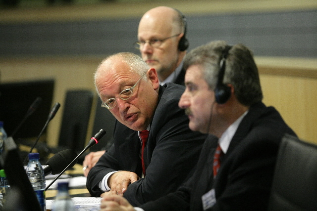 Participation of Günter Verheugen, Member of the EC, in a seminar of the EESC