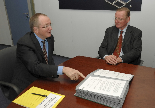 Signature of a Service Contract between the EC and the Euradio consortium