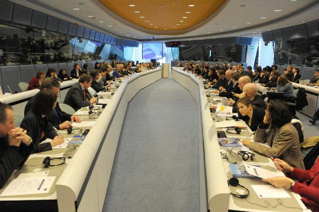 Participation de Benita Ferrero-Waldner, membre de la CE, au séminaire sur les Droits de l'homme