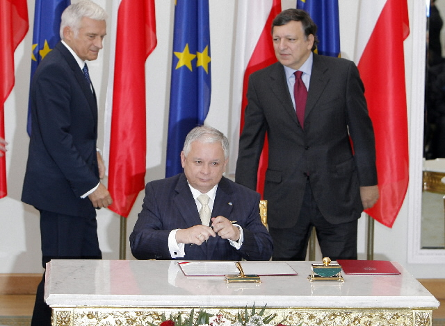Lisbon Treaty signature by Poland