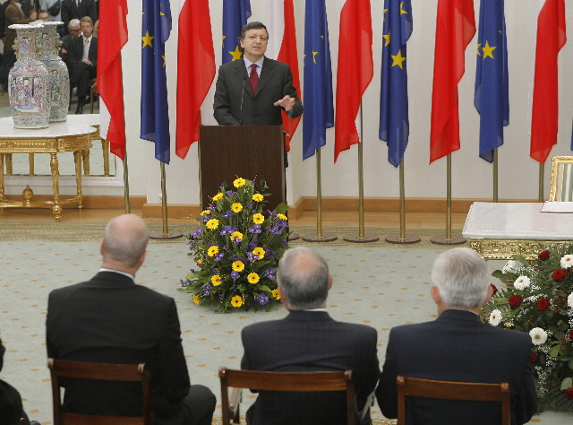 Lisbon Treaty signature by Poland