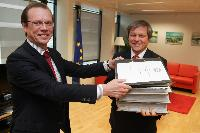 Handover of a petition from Baltic farmers asking for a fair and equitable treatment for the CAP 2013