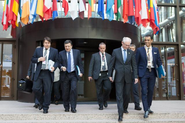 Participation of José Manuel Barroso, President of the EC, and László Andor, Member of the EC, in the Tripartite Social Summit