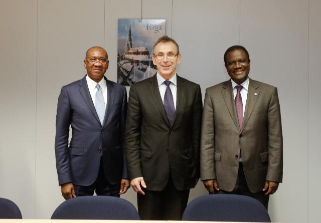 Visite de Kadré Désiré Ouedraogo, président de la Cedeao, et Cheikh Hadjibou Soumaré, président de la Commission de l'UEMOA, à la CE