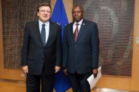 H.E.Johnson Mwangi Weru, Head of the Mission of Kenya to the EU, on the right, and José Manuel Barroso