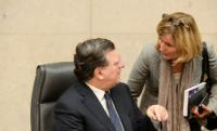 Discussion between José Manuel Barroso, on the left, and Pia Ahrenkilde Hansen, Spokesperson of the EC