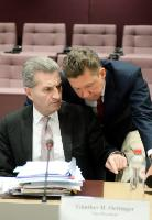 Discussion between Aleksey Miller, CEO of Gazprom, on the right, and Günther Oettinger