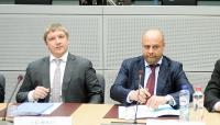 Andrey Kobelev, chef de Naftogaz of Ukraine, à gauche, et Iouri Prodan