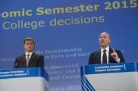"""Illustration of """"Conférence de presse conjointe de Valdis Dombrovskis, vice-président de la CE, et Pierre Moscovici, membre..."""