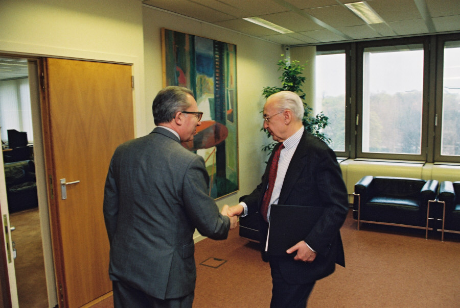 Visit of Jacques de Larosière, President of the European Bank for Reconstruction and Development (EBRD), to the EC