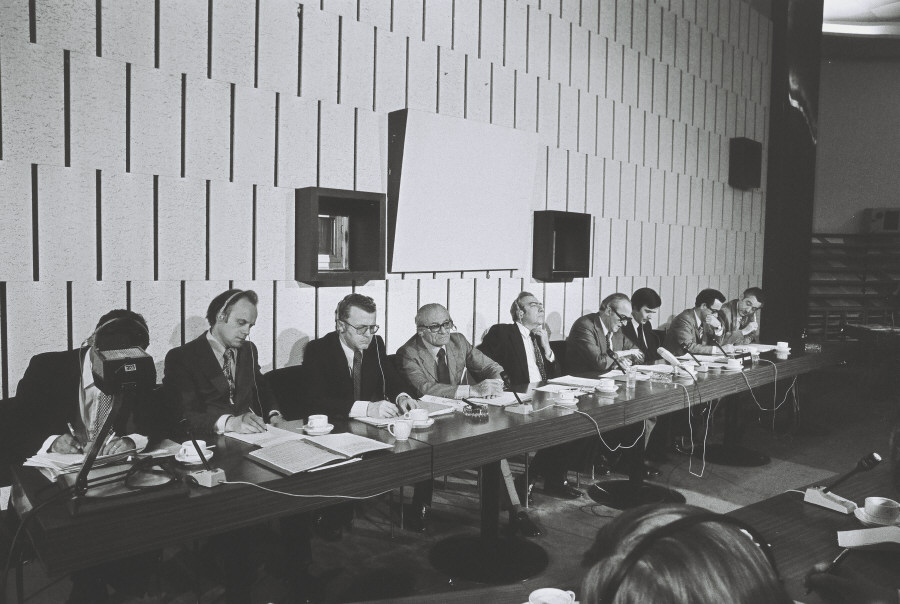 Press conference by Henk Vredeling and François-Xavier Ortoli, Vice-Presidents of the CEC, on unemployment