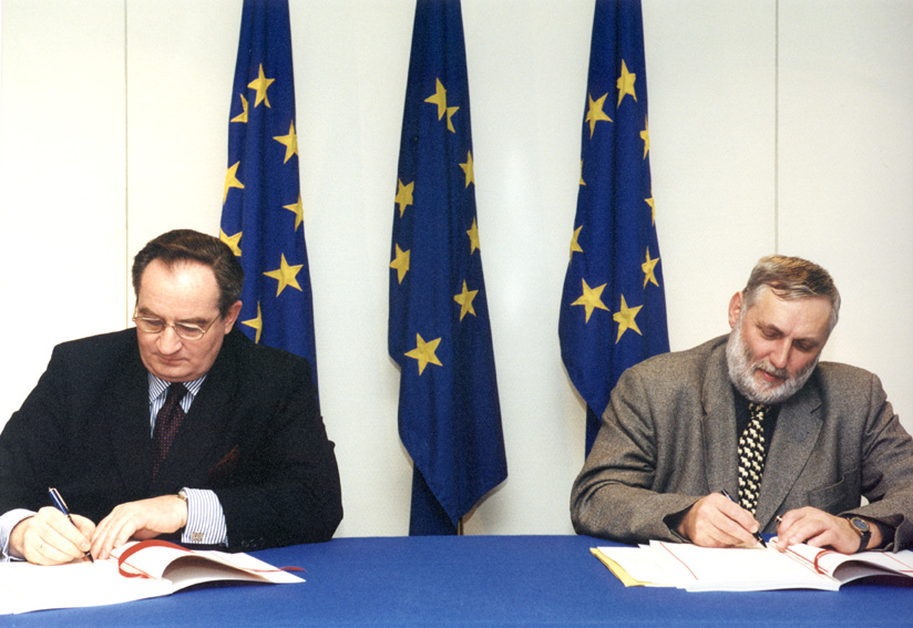 Signature of an EU- Poland financing agreement in the framework of membership