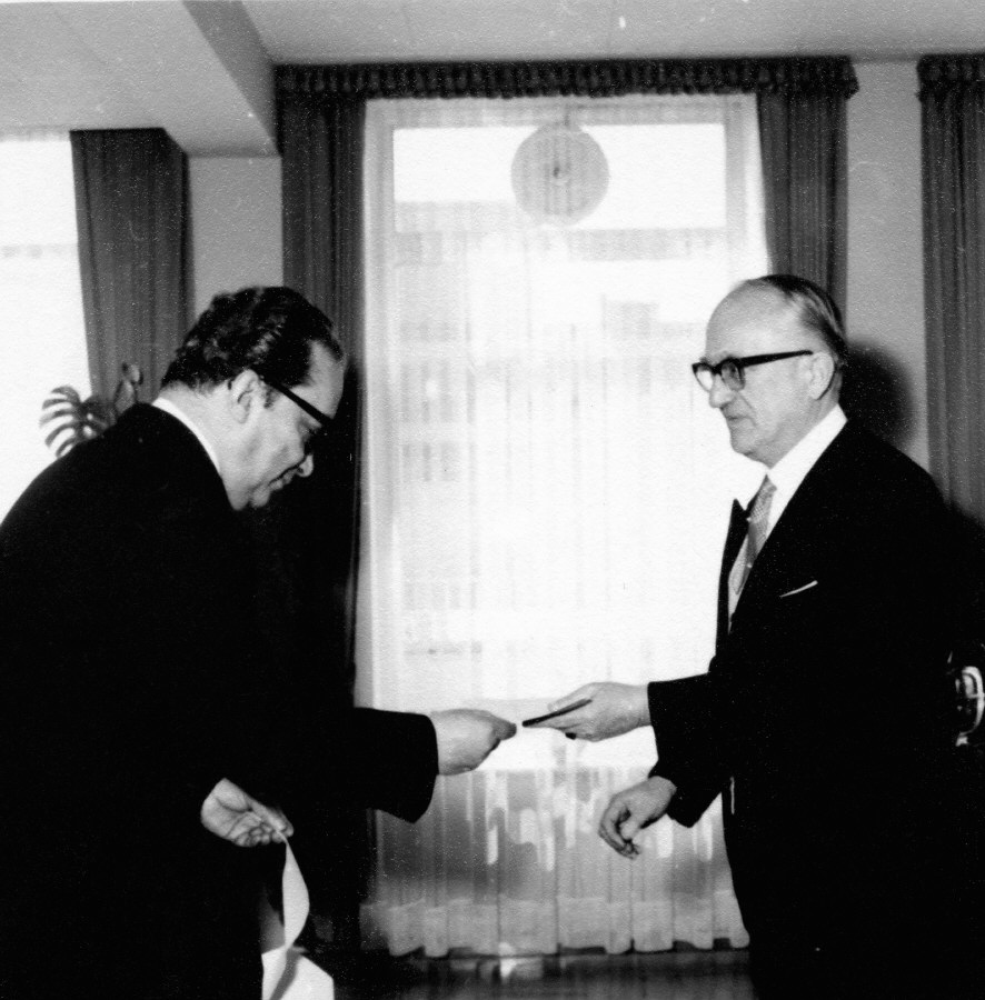 Presentation of the credentials of the Head of the Mission of Iran to Walter Hallstein, President of the Commission of the EEC