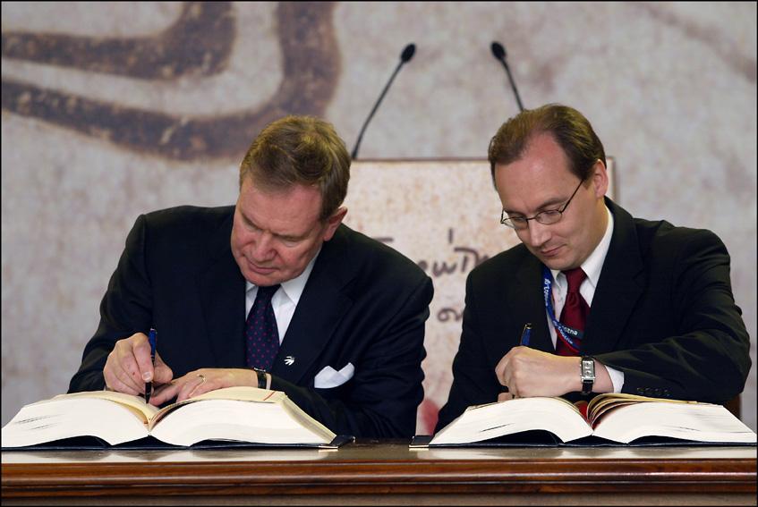 Cérémonie de signatures du traité d'adhésion des nouveaux  États membres de l'UE