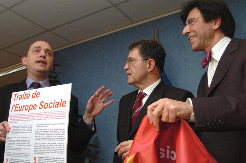 Presentation of a petition calling for a socially aware Europe to Romano Prodi