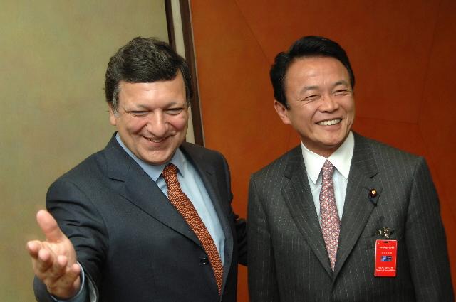 Visite de Taro Aso, ministre japonais des Affaires étrangères, et de Toshizo Ido, gouverneur de la préfecture japonaise de Hyôgo, à la CE