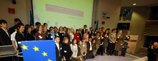 Award of the Development Youth Prizes 2006 focus on Africa by Louis Michel, Member of the EC