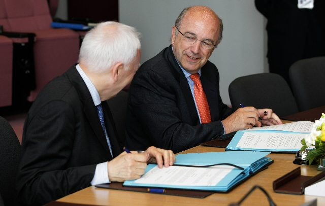 Visit of Philippe Maystadt, president of the European Investment Bank to the EC