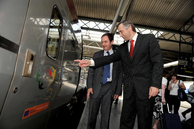 Attendance of Ján Figel', Member of the EC, to the launch of the Thalys decorated with logo of the European Year of Intercultural Dialogue